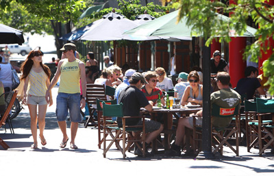 Alfresco dining in Queenstown